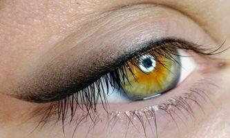 Púderes szemhéj tetoválás